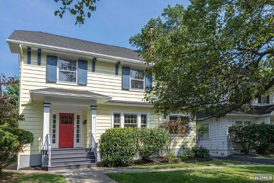 Essex County Single Family Home For Sale: 11 Princeton Place