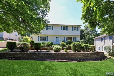Paramus Single Family Home For Sale: 92 Circle Drive