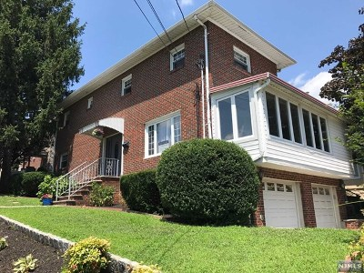 Cliffside Park Single Family Home For Sale: 61 Holley Terrace
