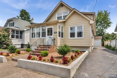 Fair Lawn Single Family Home For Sale: 15-07 Raymond Street