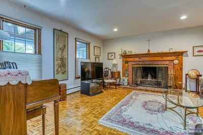 Bergen County Single Family Home For Sale: 130 Briarwood Avenue