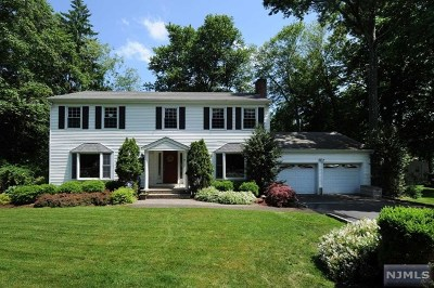 Bergen County Single Family Home For Sale: 10 Dogwood Lane