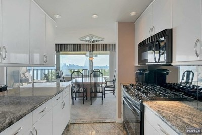 Fort Lee Condo/Townhouse For Sale: 3 Horizon Road #402.