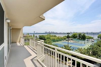 Edgewater NJ Condo/Townhouse For Sale: $689,900