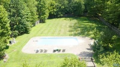 Bergen County Single Family Home For Sale: 28 Mohawk Avenue