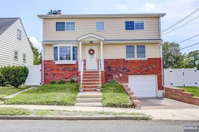 Bergen County Single Family Home For Sale: 39 Veterans Place