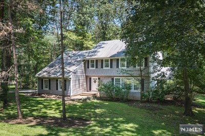 Franklin Lakes Single Family Home For Sale: 678 Shawnee Drive