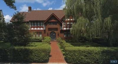 Passaic County Single Family Home For Sale: 208 Passaic Avenue