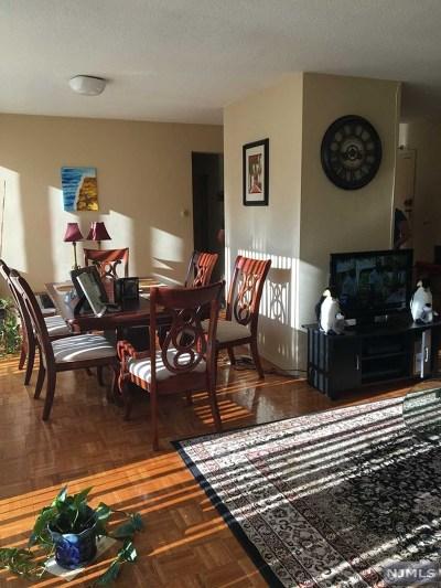 Bergen County Condo/Townhouse For Sale: 4 Horizon Road #406