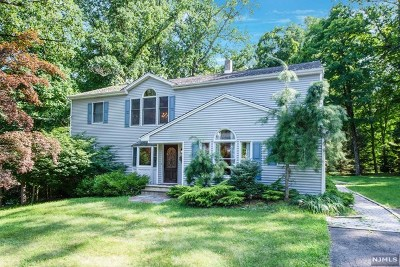 Mahwah Single Family Home For Sale: 169 Deerhaven Road