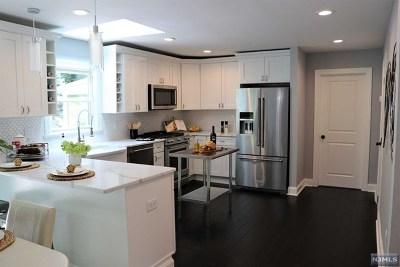 Oakland Single Family Home For Sale: 23 Pawnee Avenue