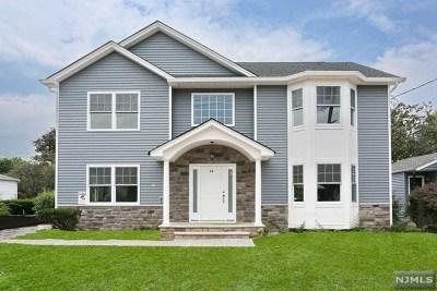 Passaic County Single Family Home For Sale: 10 Oak Ridge Road