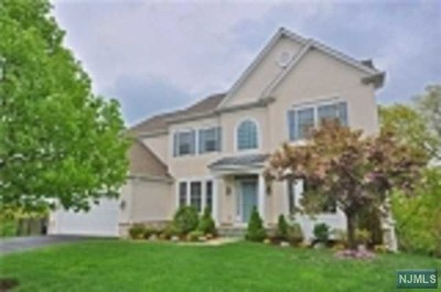 Passaic County Single Family Home For Sale: 47 Continental Circle