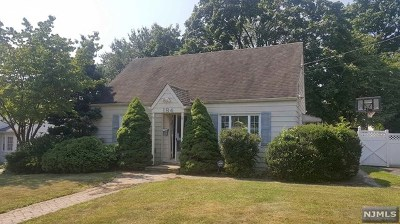 Paramus Single Family Home For Sale: 184 Coombs Drive
