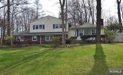 Wyckoff Single Family Home For Sale: 308 Joan Place
