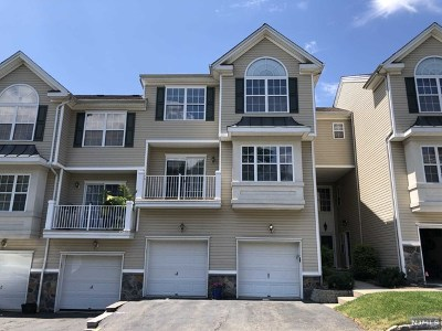 Pompton Lakes Condo/Townhouse For Sale: 86 Lakeview Court