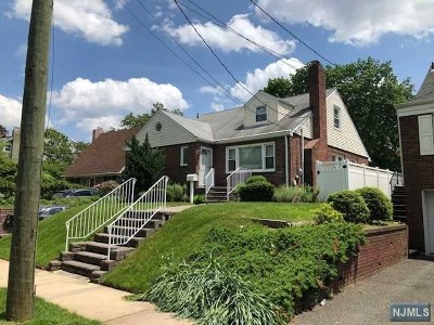 Leonia Single Family Home For Sale: 185 Hillcrest Avenue