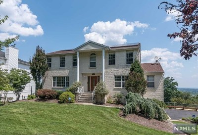Passaic County Single Family Home For Sale: 24 Brownstone Terrace
