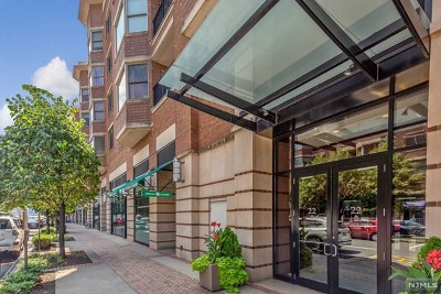 West New York NJ Condo/Townhouse For Sale: $699,000