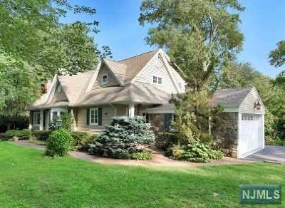 Wyckoff Single Family Home For Sale: 684 Terrace Heights