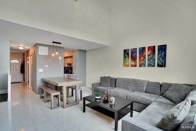 Edgewater Condo/Townhouse For Sale: 101 State Rt 5 #201