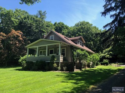 Saddle River Single Family Home For Sale: 242 East Saddle River Road