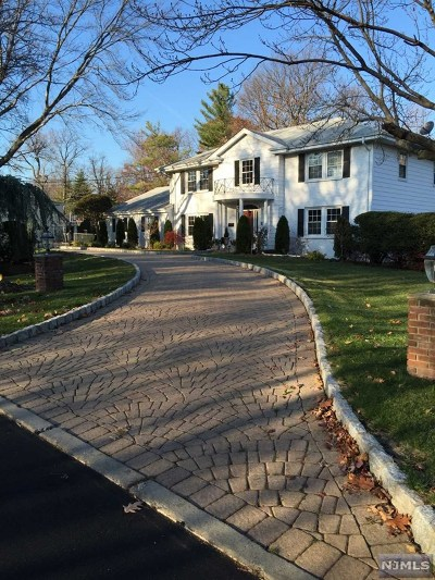 Englewood Cliffs Single Family Home For Sale: 28 Jane Drive