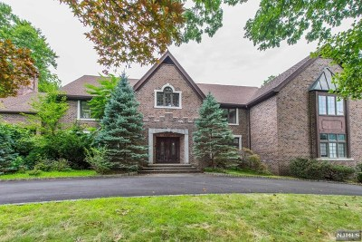 Franklin Lakes Single Family Home For Sale: 962 Lily Pond Lane