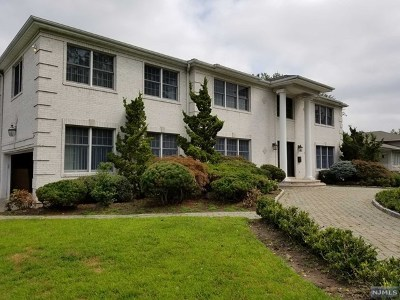 Englewood Cliffs Single Family Home For Sale: 20 Carol Drive