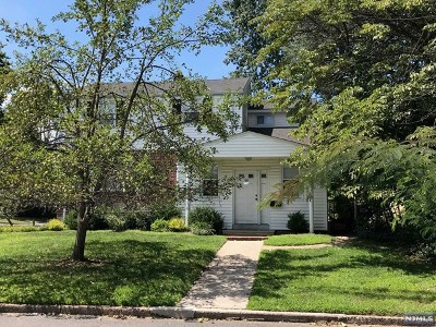 Bergenfield Single Family Home For Sale: 72 Rector Court