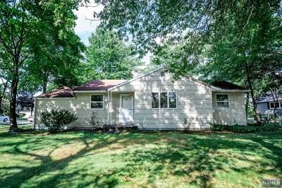 Paramus Single Family Home For Sale: 211 West Midland Avenue