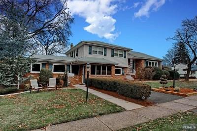 Fair Lawn Single Family Home For Sale: 38-27 Fair Lawn Avenue