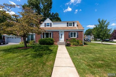 Hackensack Single Family Home For Sale: 343 Maple Hill Drive