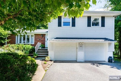 New Milford Single Family Home For Sale: 147 North Carlton Place