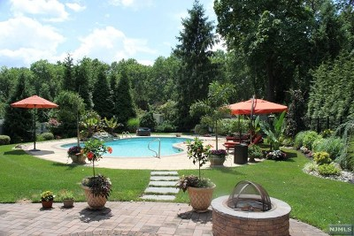 Paramus Single Family Home For Sale: 44 West Midland Avenue