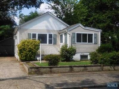 Fair Lawn Single Family Home For Sale: 5-06 Elizabeth Street