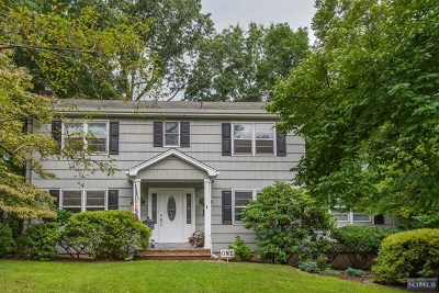 Montvale Single Family Home For Sale: 1 Cardinal Court