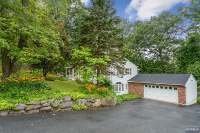 Passaic County Single Family Home For Sale: 48 Larchmont Drive