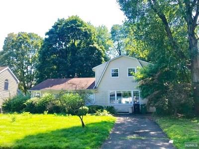 Paramus Single Family Home For Sale: 168 Reid Way