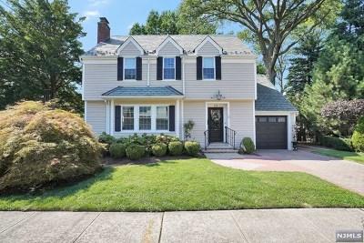 Cliffside Park Single Family Home For Sale: 523 Brandon Place