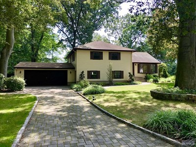 Bergen County Single Family Home For Sale: 45 Parkway Court