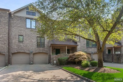 Saddle River Condo/Townhouse For Sale: 6 Stratford Court