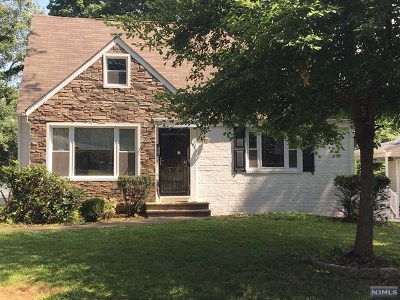 Teaneck Single Family Home For Sale: 697 Grant Terrace