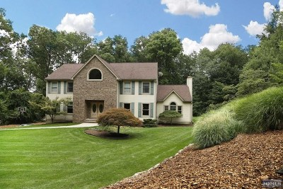 Franklin Lakes Single Family Home For Sale: 846 Hillside Avenue