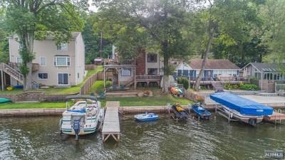 Passaic County Single Family Home For Sale: 25 Lake Park Terrace
