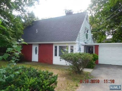 Teaneck Single Family Home For Sale: 30 Ward Plaza