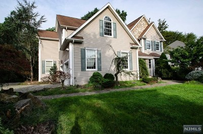 Bergen County Single Family Home For Sale: 16 Eastbrook Road