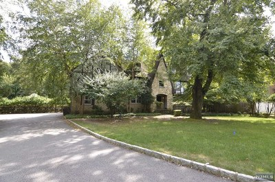 Bergen County Single Family Home For Sale: 823 Alison Drive