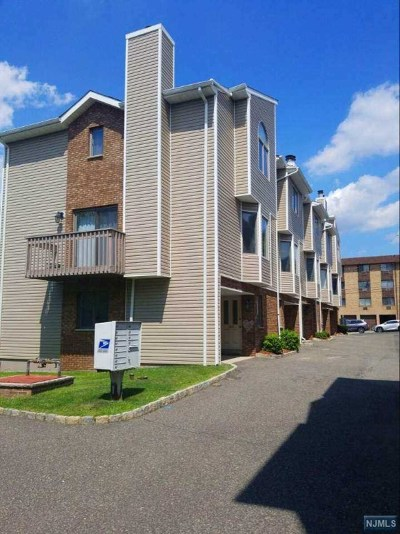 Bergen County Condo/Townhouse For Sale: 145 Roosevelt Place