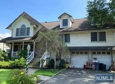 Fair Lawn Single Family Home For Sale: 39-24 Morlot Avenue